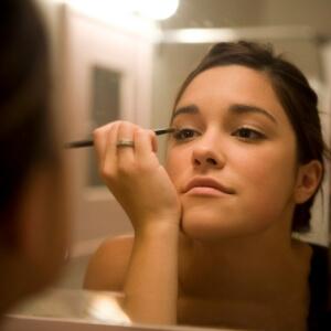 Fogless Mirror - Putting on Makeup